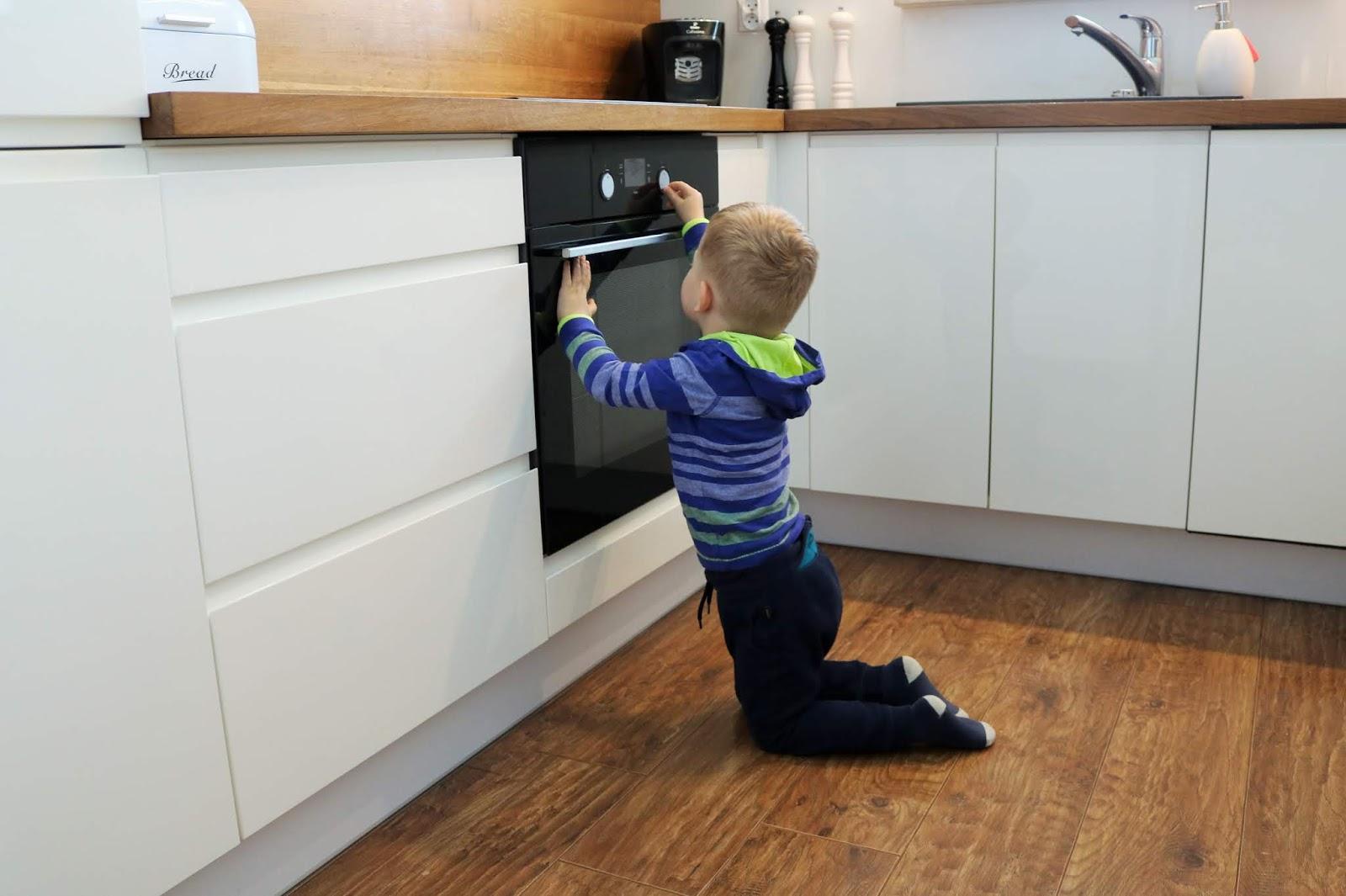 jak dbać o bezpieczeństwo dzieci w kuchni