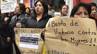 Mujeres bolivianas participan en una protesta contra la violencia de género, La Paz, 19 de octubre de 2016.