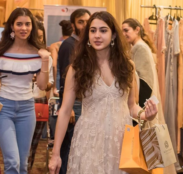 Sara Ali Khan flashes her cute smile as she enjoys shopping in Delhi. See pics