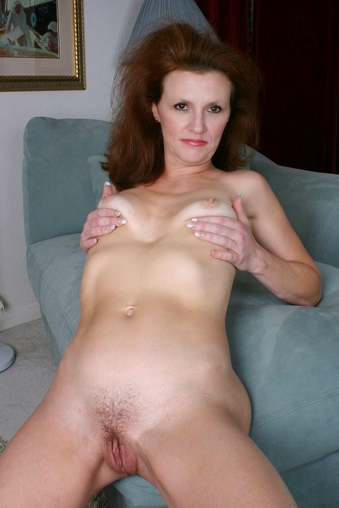 Granny small tits porn pics