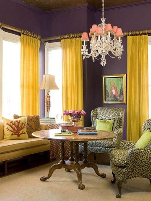 sala en violeta y amarillo