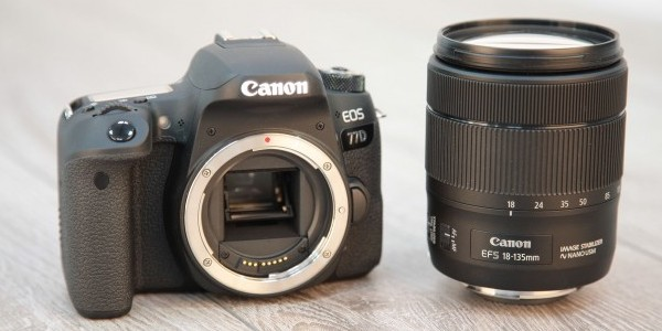 kamera canon eos 77d dengan lensa 18-135mm