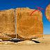Quem fez esse corte perfeito ''a laser'' há milhares de anos nessa pedra gigante na Arábia Saudita?