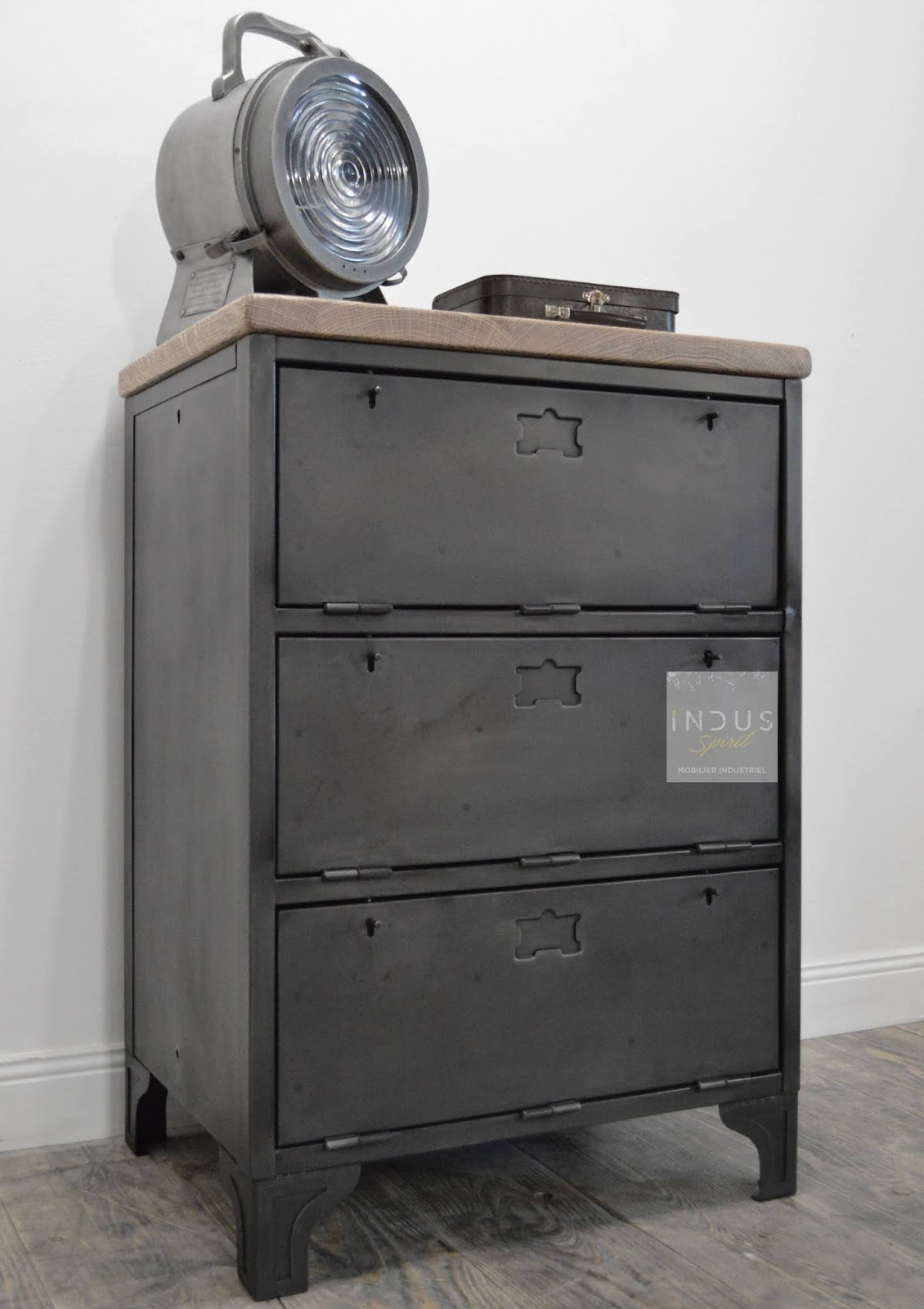 Meuble industriel d coration industrielle meuble de m tier lyon boutique indus spirit for Meuble de rangement industriel