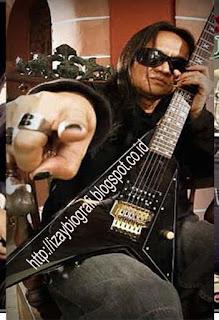 Azis Mangasi Siagian atau biasa dikenal dengan nama Aziz Jamrud (lahir di Cimahi, Jawa Barat, 26 Juli 1968) adalah gitaris grup cadas Jamrud yang juga memotori berdirinya grup tersebut. Pria keturunan batak ini menjual musiknya dengan meramu musik trash metal dengan lirik-lirik lagu yang kocak dan sedikit vulgar.  Sejak remaja dan mulai mengenal musik, musisi yang satu ini memang sudah terpengaruh dengan musik-musik keras. Dia juga sempat membentuk band Jam Rock, yang merupakan cikal bakal band Jamrud yang terkenal hingga kini. Andilnya dalam band ini memang bisa dianggap paling besar di antara personel Jamrud lainnya.  Aziz adalah satu personel yang paling setia dengan Jamrud. Sempat mengalami pergantian personel, namun ayah