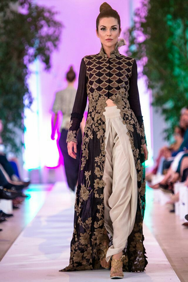 40 Trendy Sister of Bride Outfit Ideas || Indian wedding dresses for ...