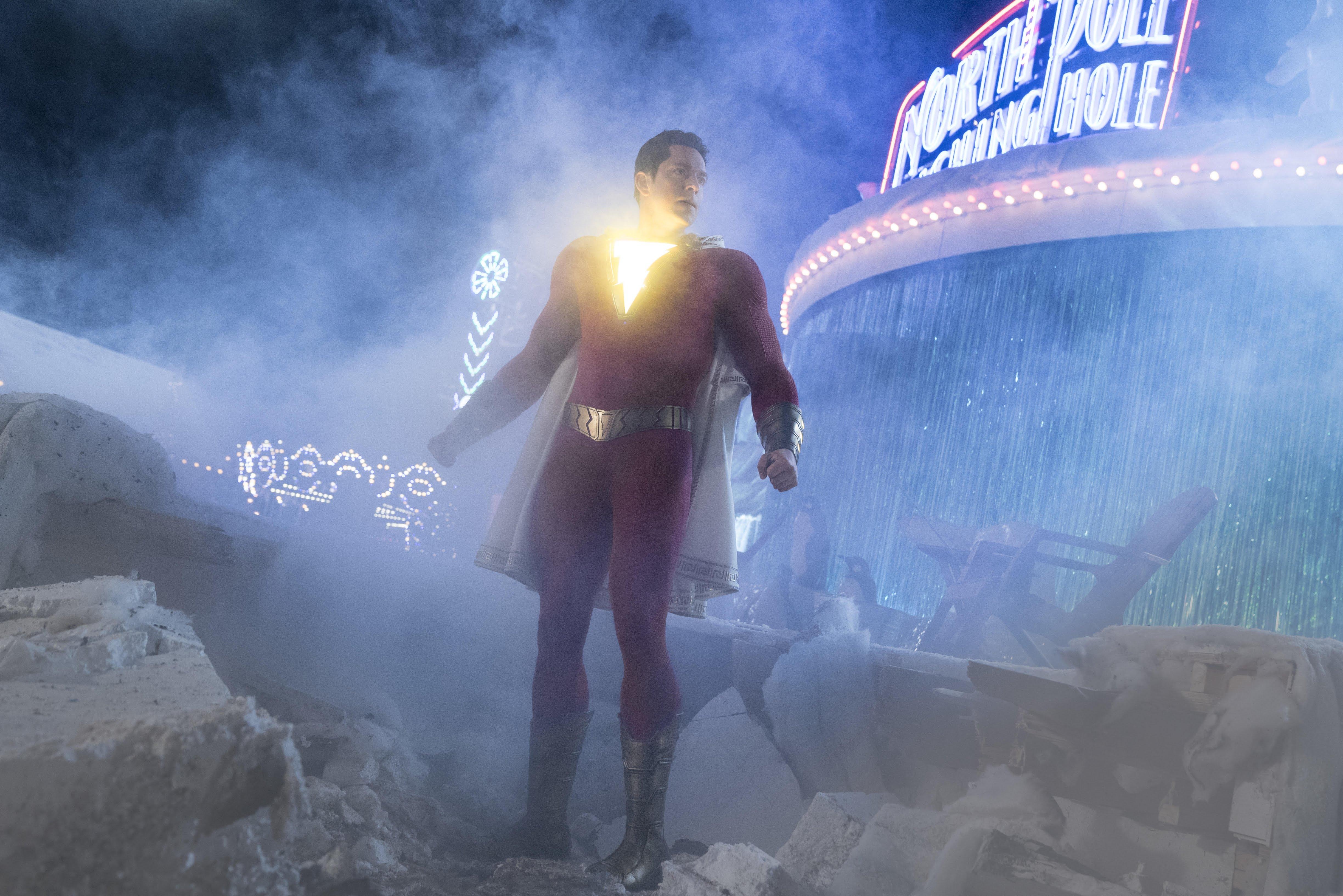 Shazam : DC コミックスのヒーロー映画「シャザム」が、悪役のドクター・シヴァナと対決する見せ場を盛り込んだ中華版の新しい予告編 ! !