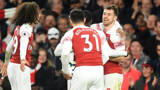 Arsenal Aaron Ramsey Celebrates With  teammates
