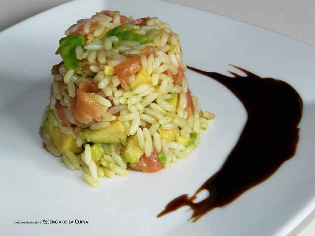 Arros Vaporitzat, Amanida Arros, ensalada de arroz, ensalada variada, ensalada de arroz con salmon, l'essencia de la cuina, blogdecuinadelasonia, ensalada facil, amanida facil, aguacate