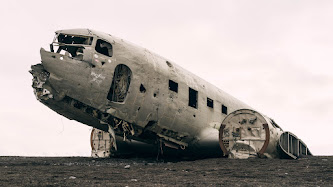 Wallpaper: Wrecked Airplane
