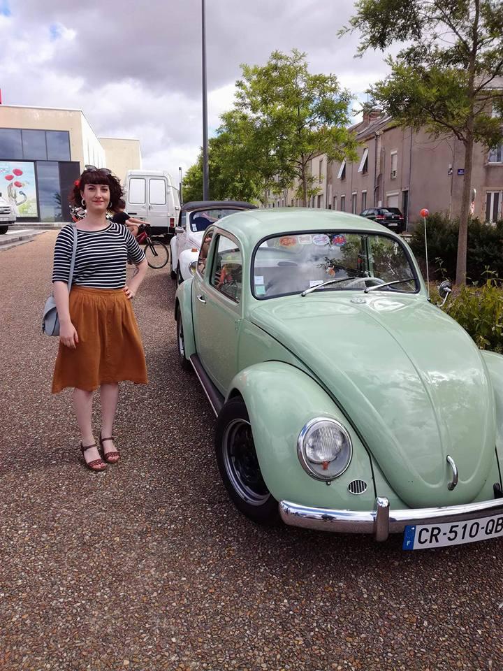 look vintage casual pinup et voiture renault dauphine