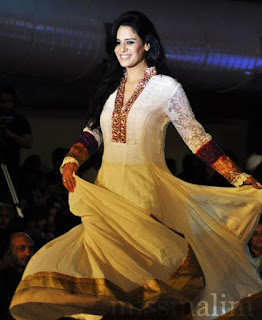 Mona Singh mms, age, hot, married, husband, death, husband name, new show, marriage, video, movies and tv shows, boyfriend, and vidyut jamwal, marriage photos, family, photos, images, instagram, wiki