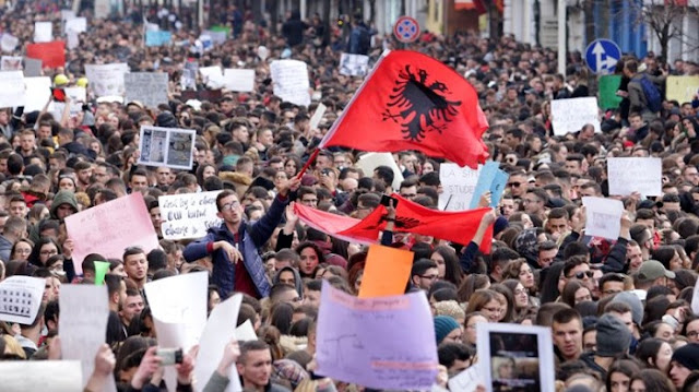 Sixteen days of student protest, eggs thrown toward Edi Rama ; tensions in the Parliament of Albania