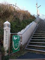 灯台下の階段