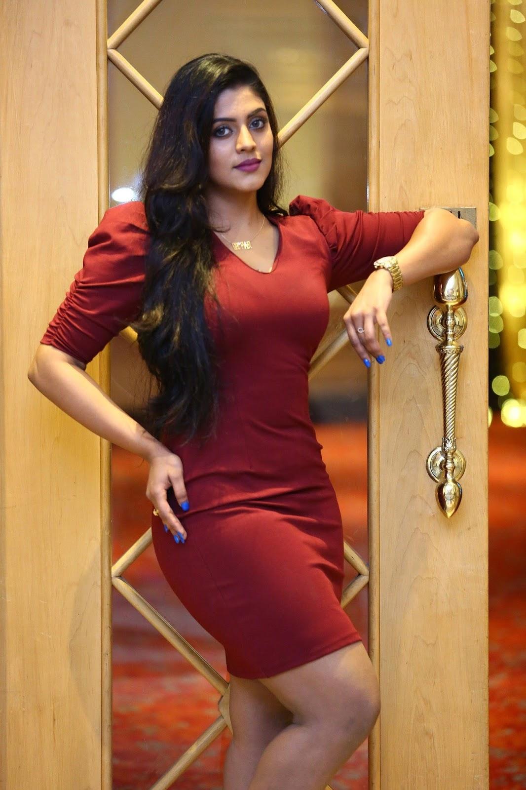 indian actress hd wallpapers: actress iniya latest photoshoot hot hd