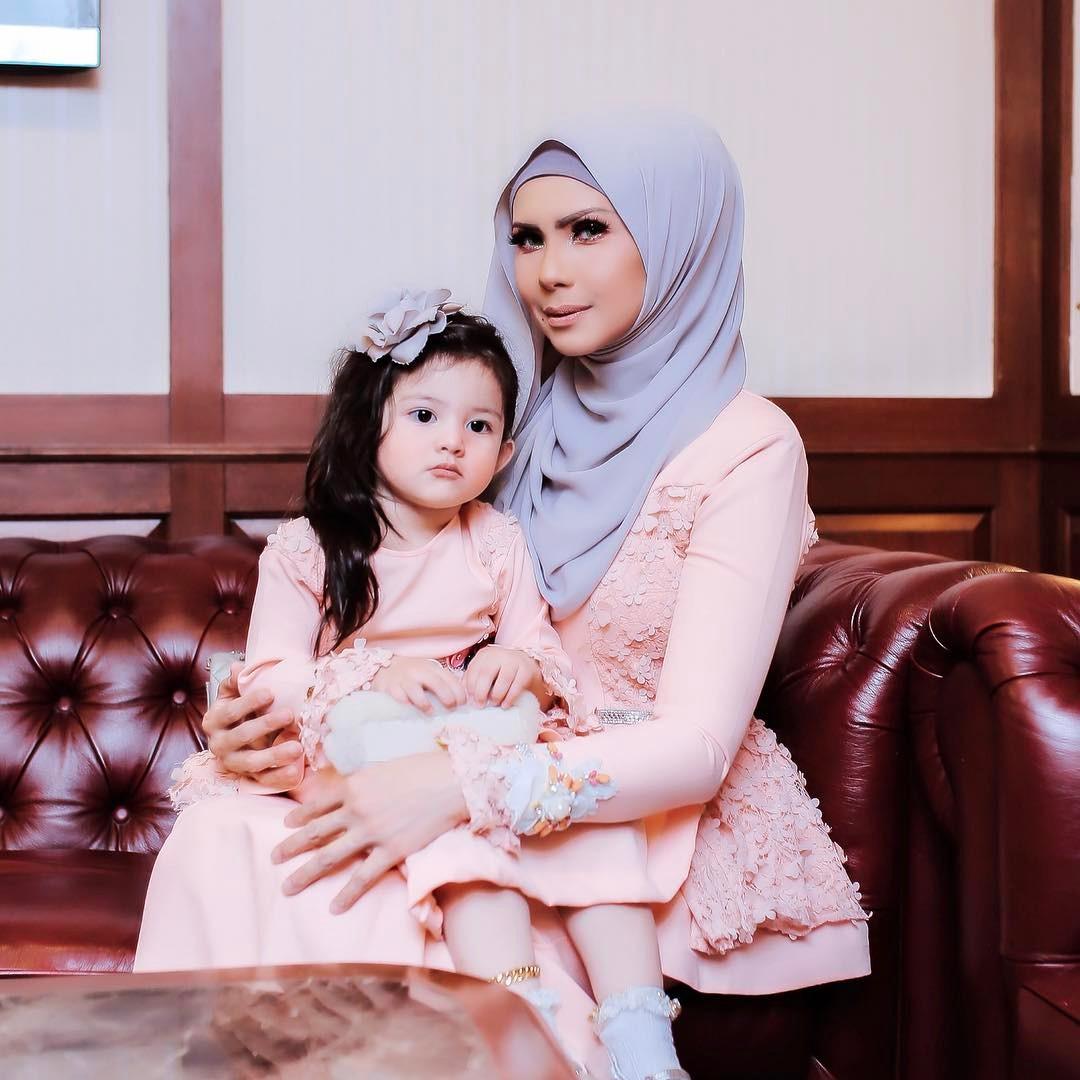 Baju kurung baju melayu baju raya busana muslimah fesyen baju gambar artis gossip artis instagram kontroversi pereka fesyen rozita che wan