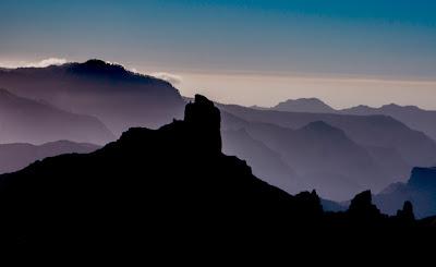 Những áng mây về bên kia dãy núi