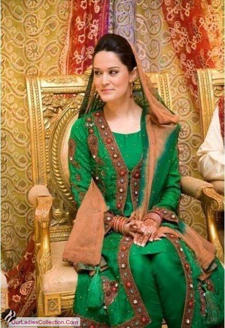 Simple Pakistani Girl Wallpaper Stylish Dresses Latest Pakistani Bridal Multi Color