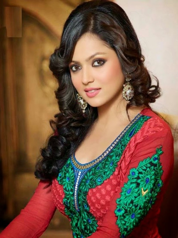 Drashti Dhami Gold Chandelier Earrings