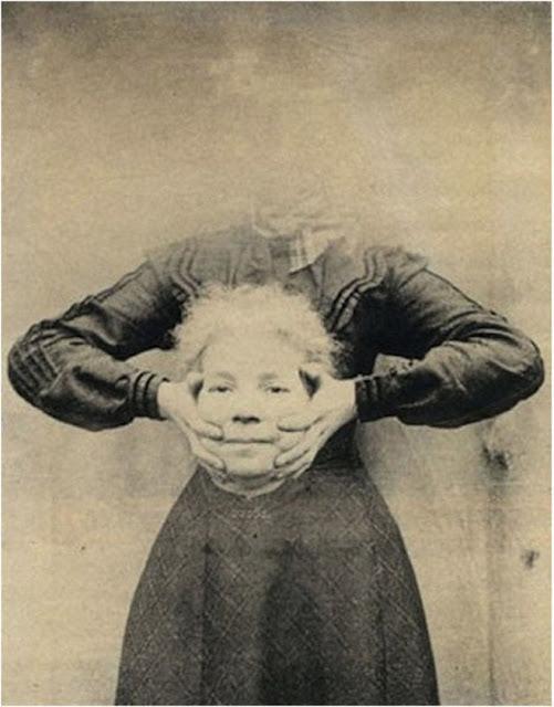 foto wanita dengan kepala terputus