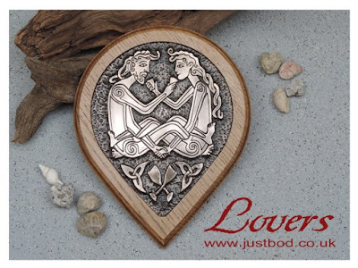 Celtic Lovers wall plaque in bronze & oak