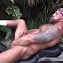 Motoqueiro Fudendo o Cuzinho em Cima da Moto (Video)