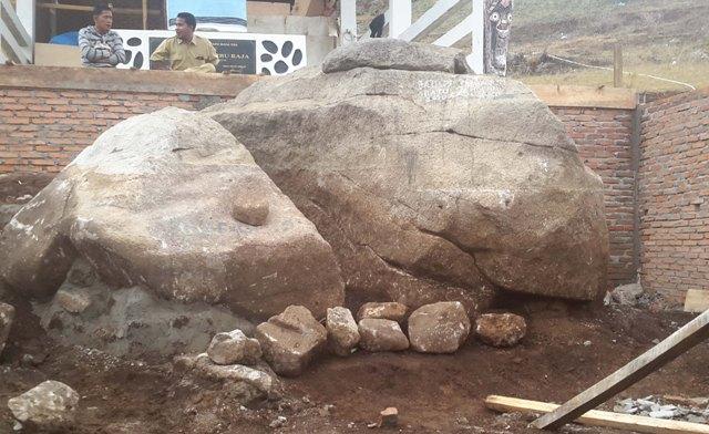 Hasil gambar untuk Batu Hobon