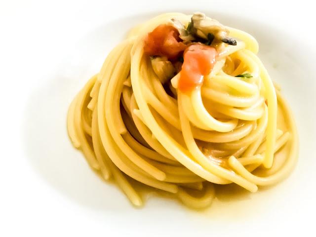 Spaghetti risottati con brodo ed acqua delle vongole