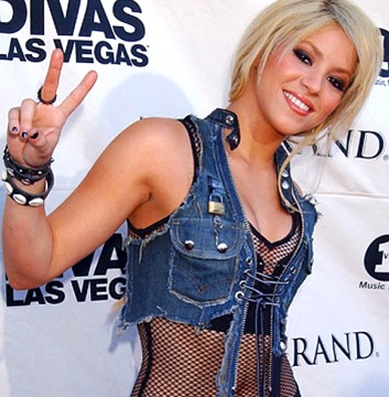 Foto de Shakira posando con nuevo look