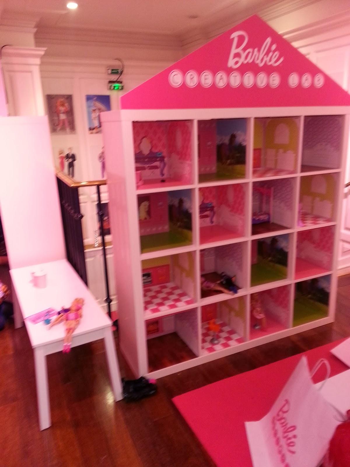 decorer la maison de barbie id e inspirante pour la conception de la maison. Black Bedroom Furniture Sets. Home Design Ideas
