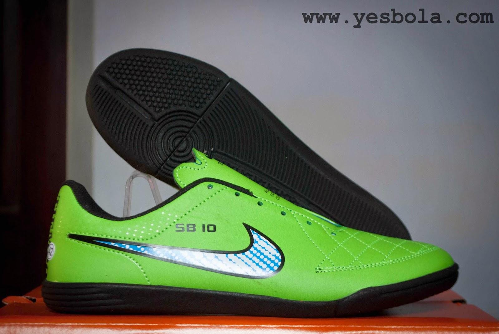 Nike Tiempo Ungu