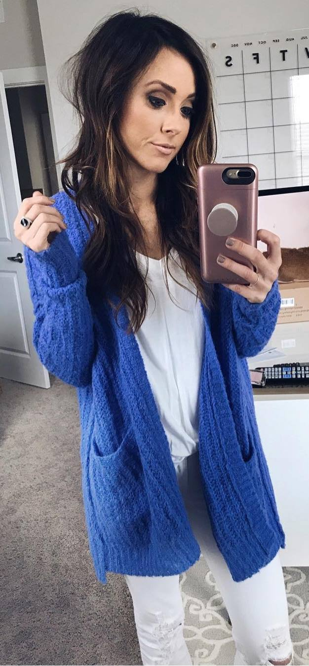 cozy look / blue knit sweater + top + rips