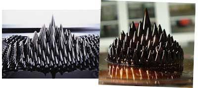 Imagem do Ferrofluído, aparenta ser uma miniatura de várias montanhas, no formato de espinhos.