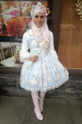 Cewek Hijab Pakai Dress Lolita 80s Cewek Hijab Pakai Dress Lolita 80an wek Hijab