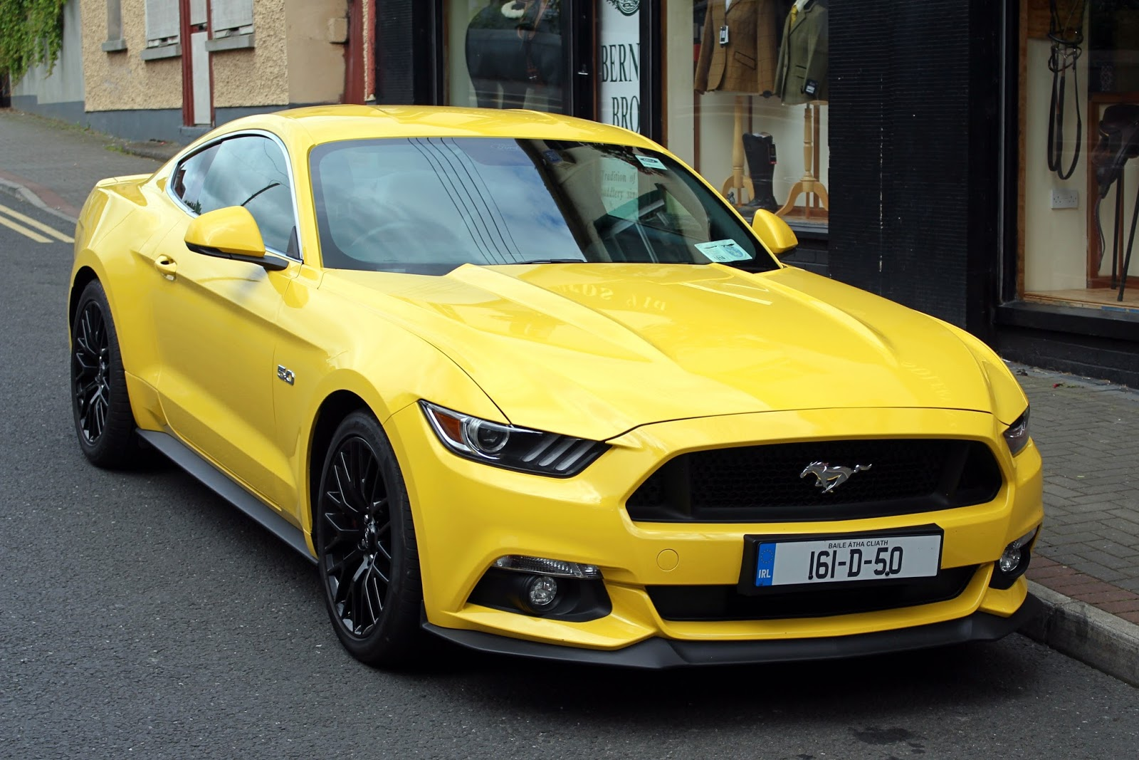 Review ford mustang