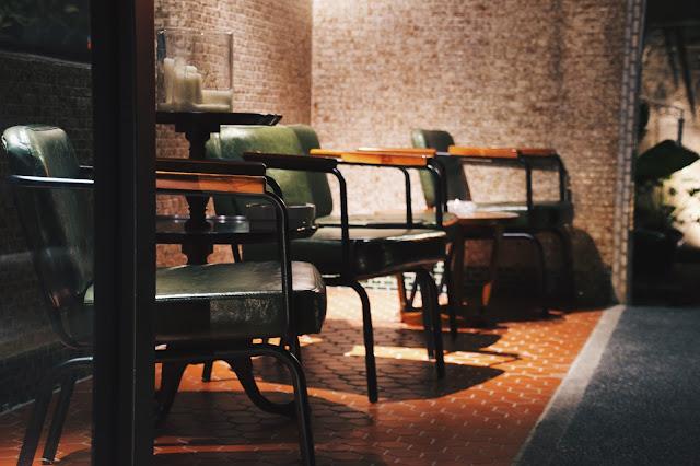 餐廳由老宅子修建而成,老宅經歷了時代粹鍊,如今以料理賦與全新的樣貌,展現出一股新舊交融的獨特氛圍
