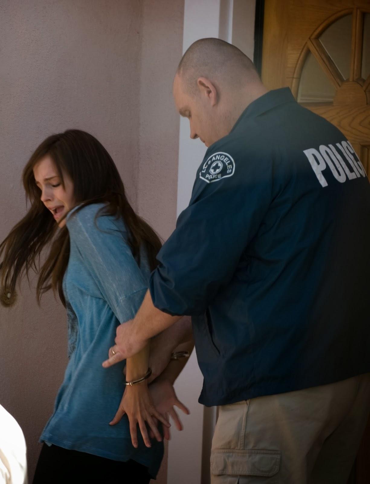 【星光大盜】艾瑪華森偷竊使壞被逮淪階下囚 模樣狼狽 - WoWoNews