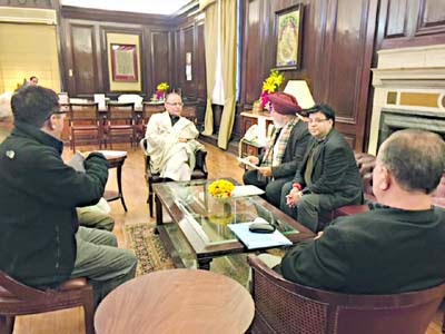 Darjeeling MP SS Ahluwalia and executive GTA Sabha member Roshan Giri with Arun Jaitley in Delhi