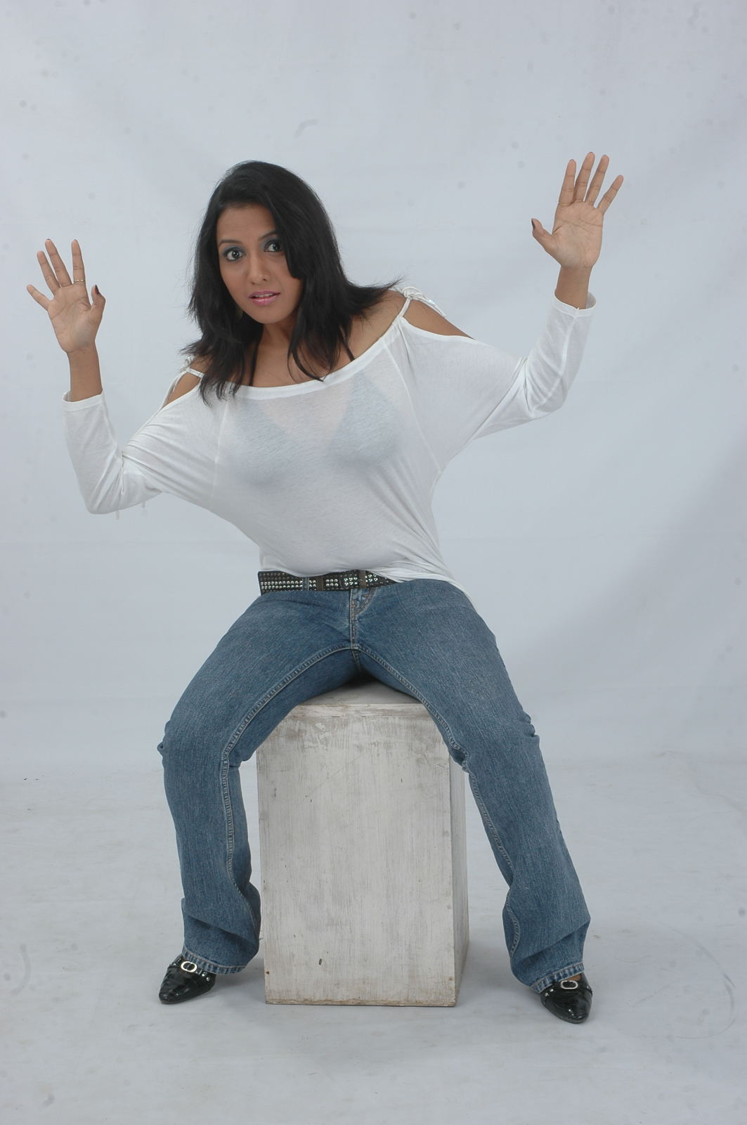 Love aata heroine hot photo shoot photos stills gallery