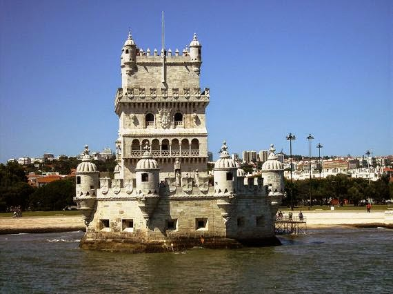 [Resim: The-Gothic-Burial-Chamber-Belem-Tower.jpg]