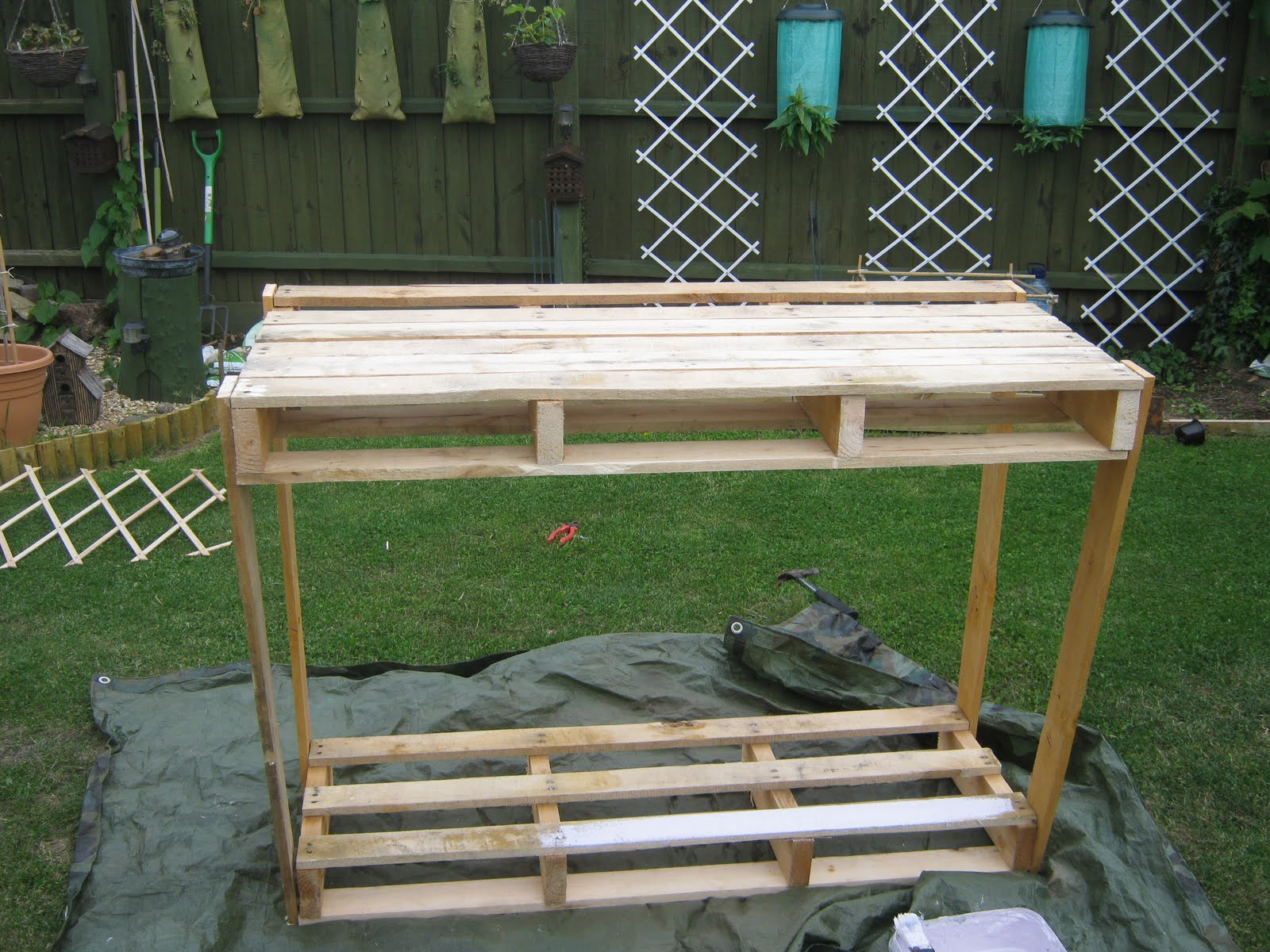 Mishaps In The Making: Wooden pallet potting bench
