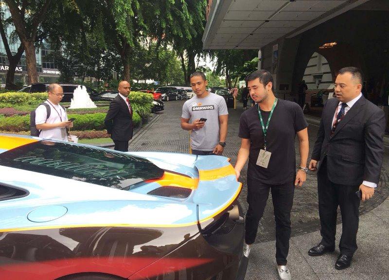 Fullerton Car Show 2018 Singapore bersama Tunku Mahkota of Johor, Fullerton ini adalah merupakan sebuah hotel yang dijadikan sebagai Monumen Nasional ke-71 oleh Singapore,  aku ketemu sama Tunku Ismail Idris alias Tunku Mahkota of Johor di Fullerton ini