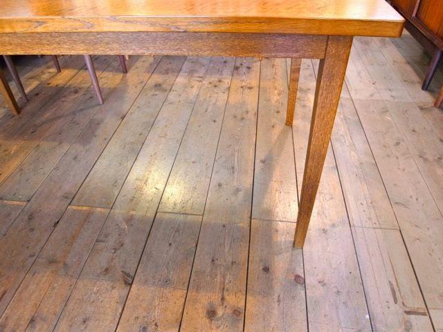 スタンダードトレードの01ダイニングテーブルです。