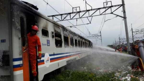 Gerbong Kereta Api Kertajaya Kebakaran