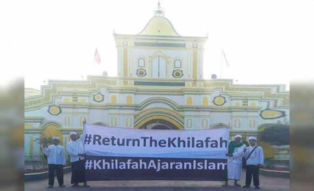 "Takmir Masjid Agung Sumenep Sesalkan Pembentangan Spanduk ""HTI"" #ReturnTheKhilafah"