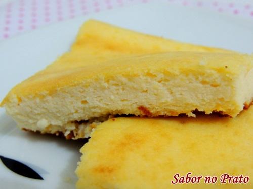 Este bolo de ricota é muito fácil de fazer e a receita vem com vídeo explicativo.