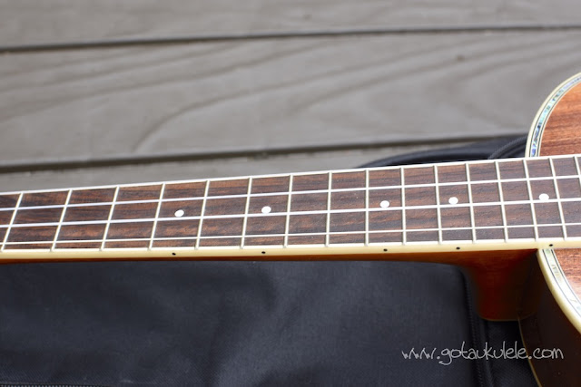 Fender Montecito Ukulele fingerboard