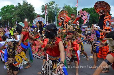 Trenggalek Ethnic Carnival Pertegas Kearifan Budaya Lokal di Bumi Menaksopal