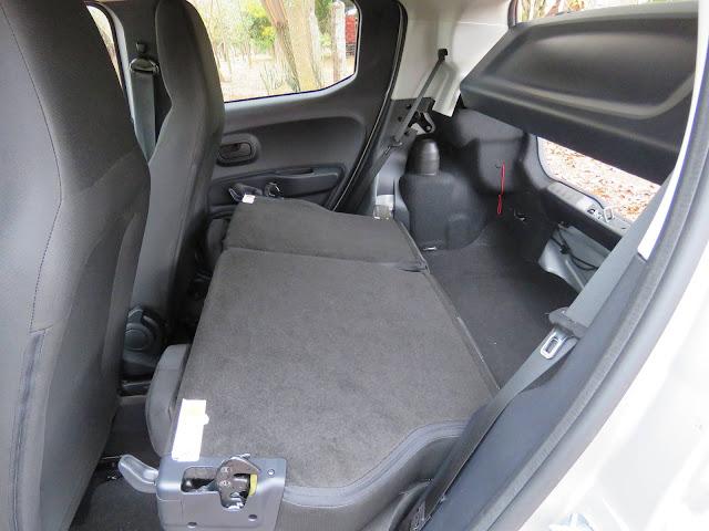 Fiat Mobi 2017 - interior - espaço interno - porta-malas
