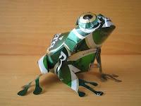 Manualidades con material reciclado - Rana hecha con latas recicladas